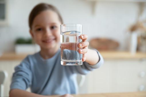 Kenali Manfaat Air Putih Bagi Kesehatan
