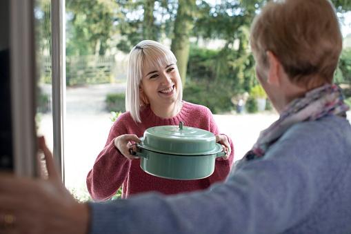 Tips Menjaga Hubungan Baik dengan Keluarga